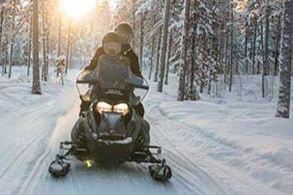 Viajes Laponia 2020 y 2021: Viaje Reflejos de Laponia y motonieve Rovaniemi 5 días