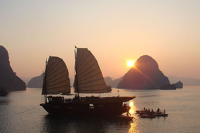 viajes vietnam cucero ha long bay